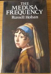 The Medusa Frequency by Russell Hoban with cover art by Frances Broomfield